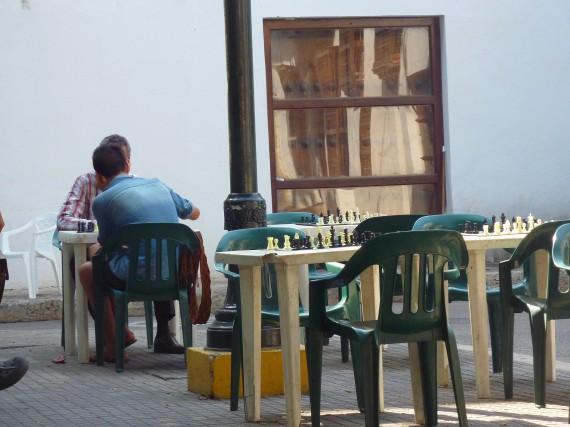 Schach spielen mitten im Zentrum