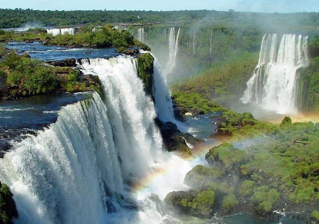 Farbvielfalt Südamerika: Iguazu Wasserfälle
