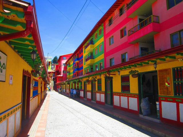 Farbvielfalt Südamerika: Guatape