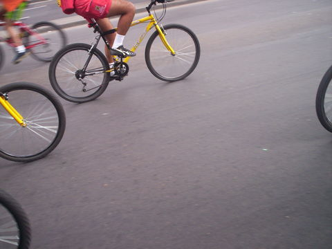 Fahrradfahrer.in.Bogota_Rene_viventura